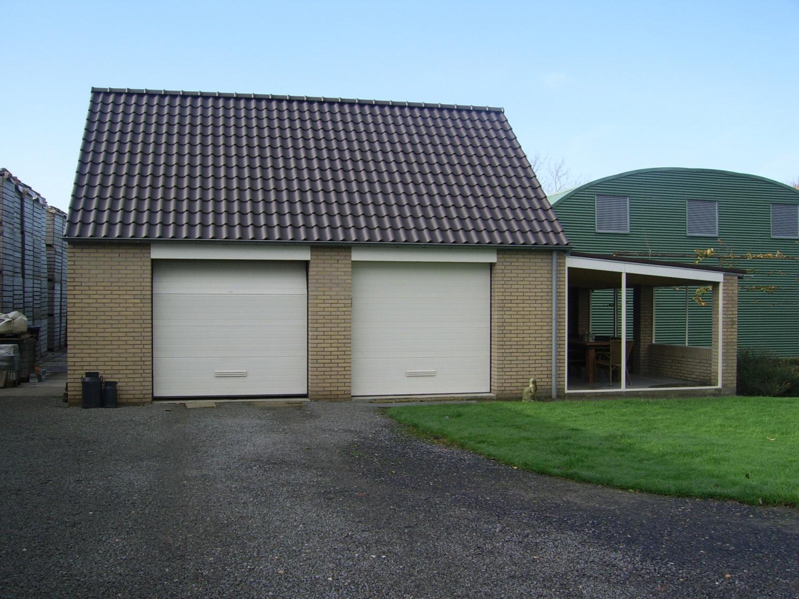 Prefab Garage Steen : Home u e projecten u e garage met puntdak en sectional deuren